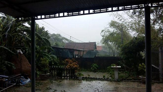Những hình ảnh kinh hoàng khi bão số 10 đổ bộ vào miền Trung-9