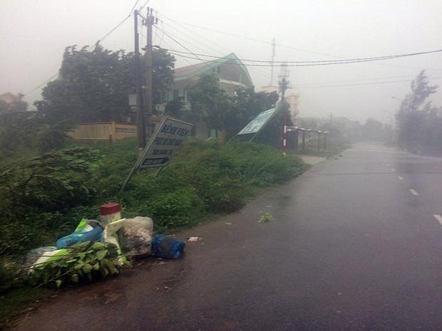 Những hình ảnh kinh hoàng khi bão số 10 đổ bộ vào miền Trung-10
