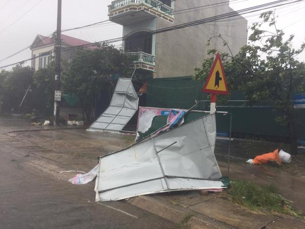 Những hình ảnh kinh hoàng khi bão số 10 đổ bộ vào miền Trung-12