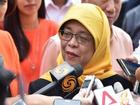 Tuổi thơ mồ côi cha và suýt bị đuổi học của nữ Tổng thống Singapore đầu tiên