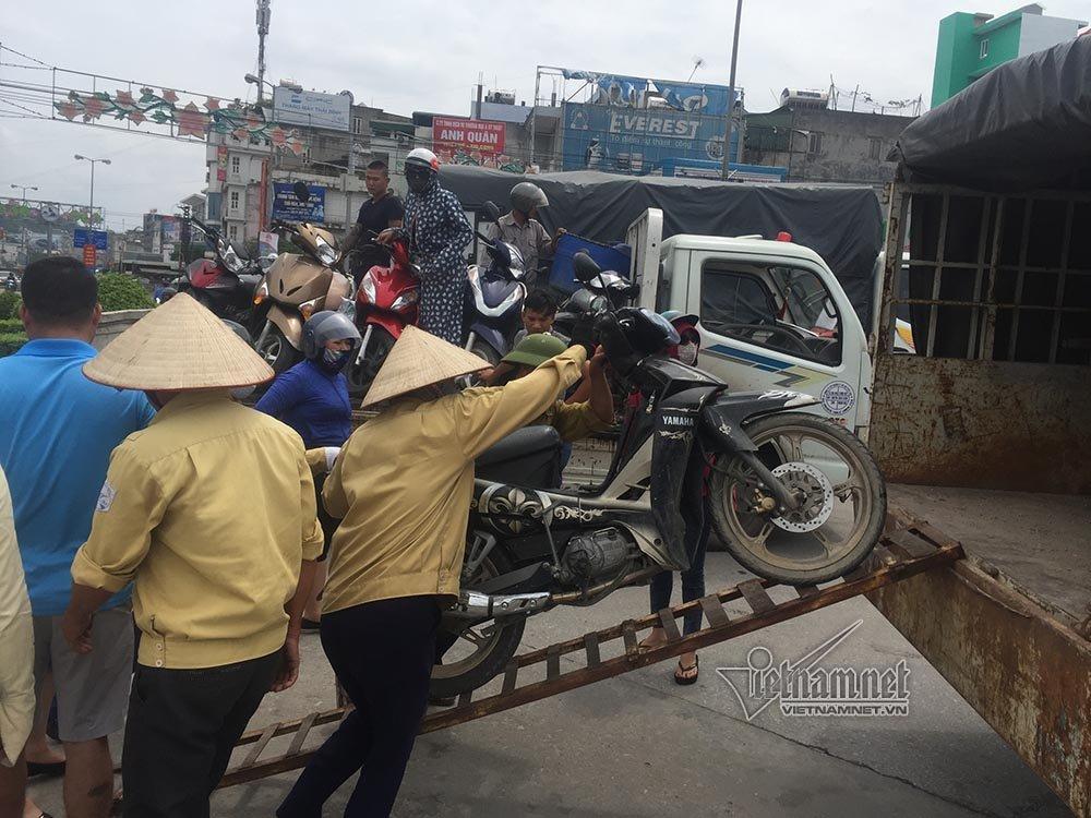 Quảng Ninh: Gió giật cực mạnh, cấm xe máy qua cầu Bãi Cháy-4