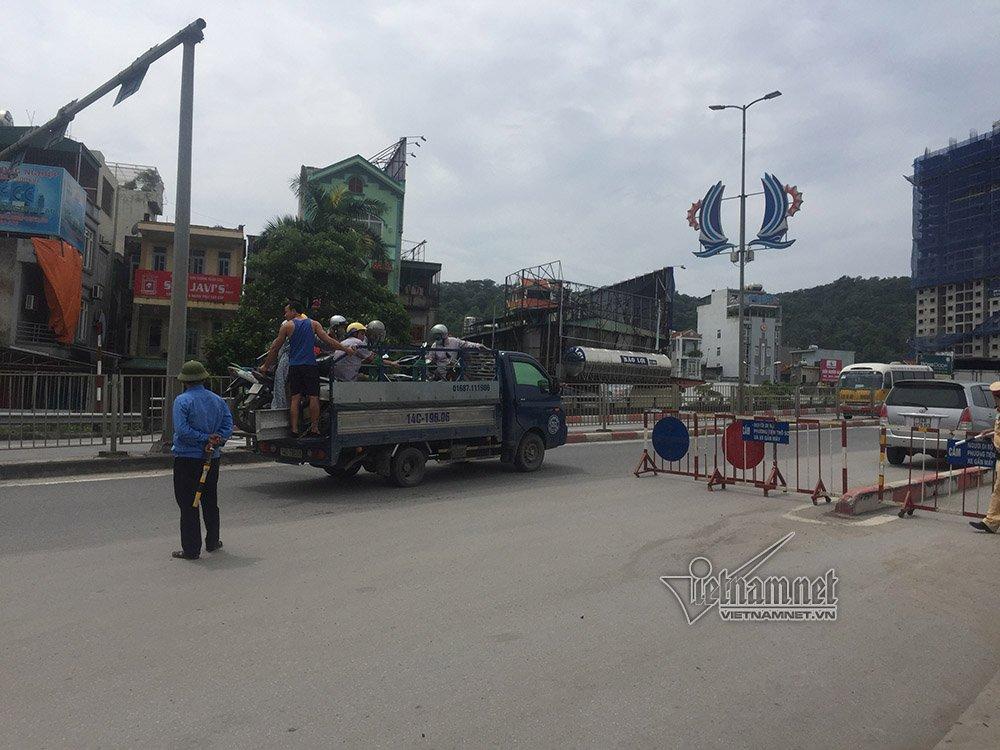 Quảng Ninh: Gió giật cực mạnh, cấm xe máy qua cầu Bãi Cháy-6