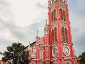Nhà thờ màu hồng hút khách 'sống ảo' giữa Sài Gòn