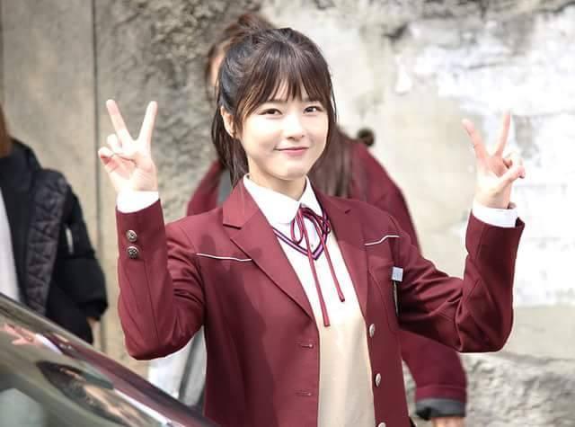 Sao Hàn 15/9: Mỹ nhân 37 tuổi của Cười lên Dong Hae trẻ trung như nữ sinh 18-1