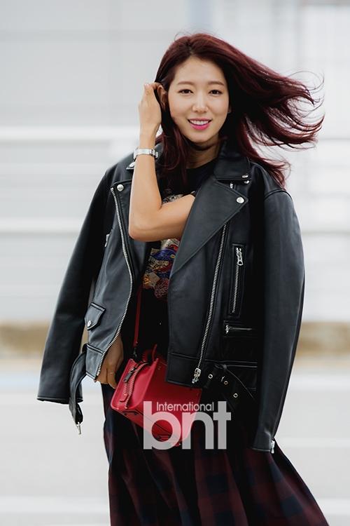 Park Shin Hye - Jessica diện street style cực chất trong Tuần lễ thời trang New York-1