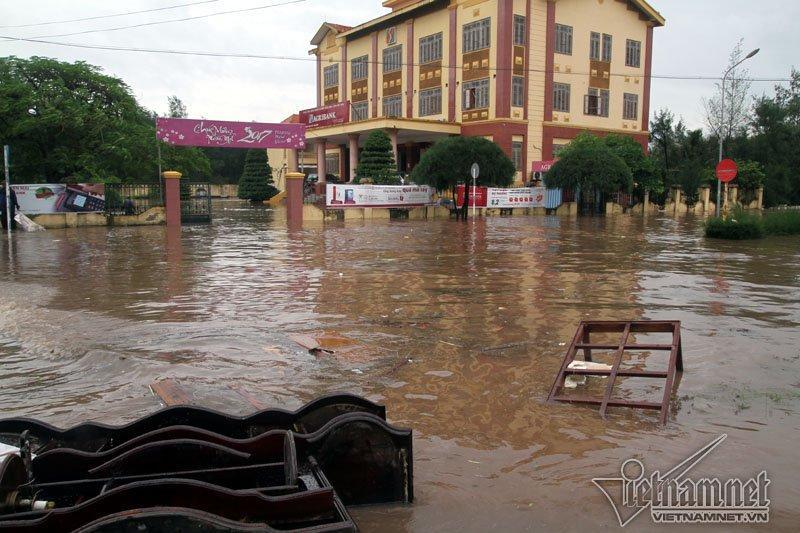 Bão số 10 quét qua, nhiều tỉnh thành ở Việt Nam thất thủ-8
