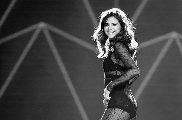 Selena Gomez: Đằng sau ánh hào quang là trầm cảm, bệnh tật-1