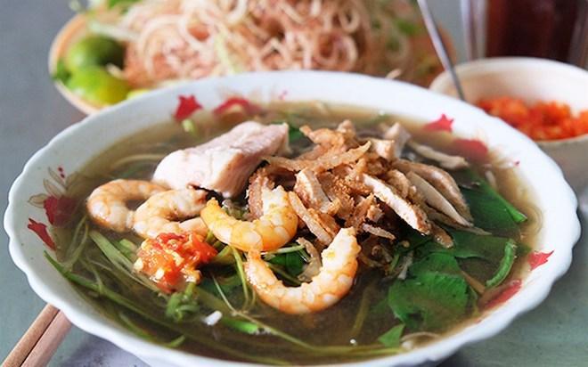 Bún nước lèo là món ăn dân giã tại Bạc Liêu