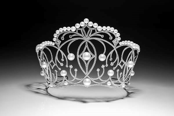 Những chiếc vương miện đắt xắt ra miếng của dàn hoa hậu Việt Nam-1