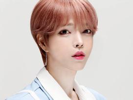 Sao Hàn 16/9: Nam thần tượng gây shock khi sở hữu vẻ ngoài hệt như con gái