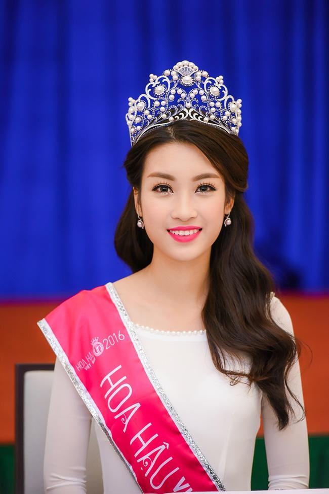 Những chiếc vương miện đắt xắt ra miếng của dàn hoa hậu Việt Nam-3