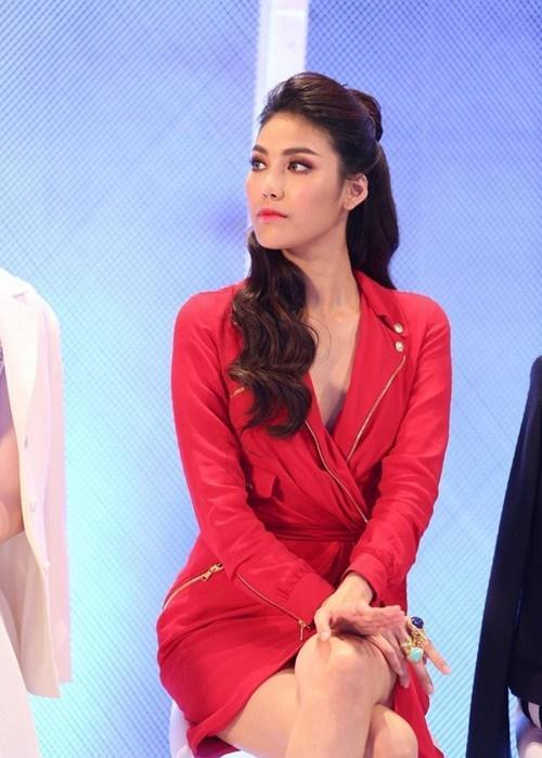 Đụng độ váy áo, Hoa hậu Kỳ Duyên vẫn chặt đẹp Hoa khôi Lan Khuê-4