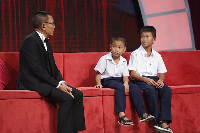 Thánh chém 5 tuổi Minh Khang tái xuất khiến MC Lại Văn Sâm toát mồ hôi-2