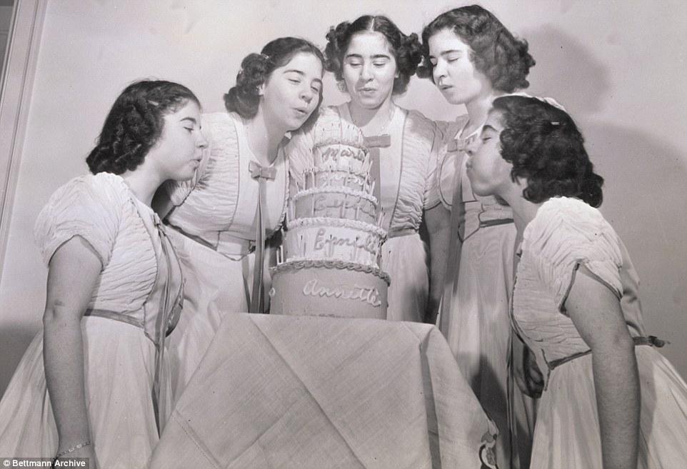 Cuộc đời đầy biến cố của 5 bé gái xinh xắn trong ca sinh 5 đầu tiên trên thế giới-5