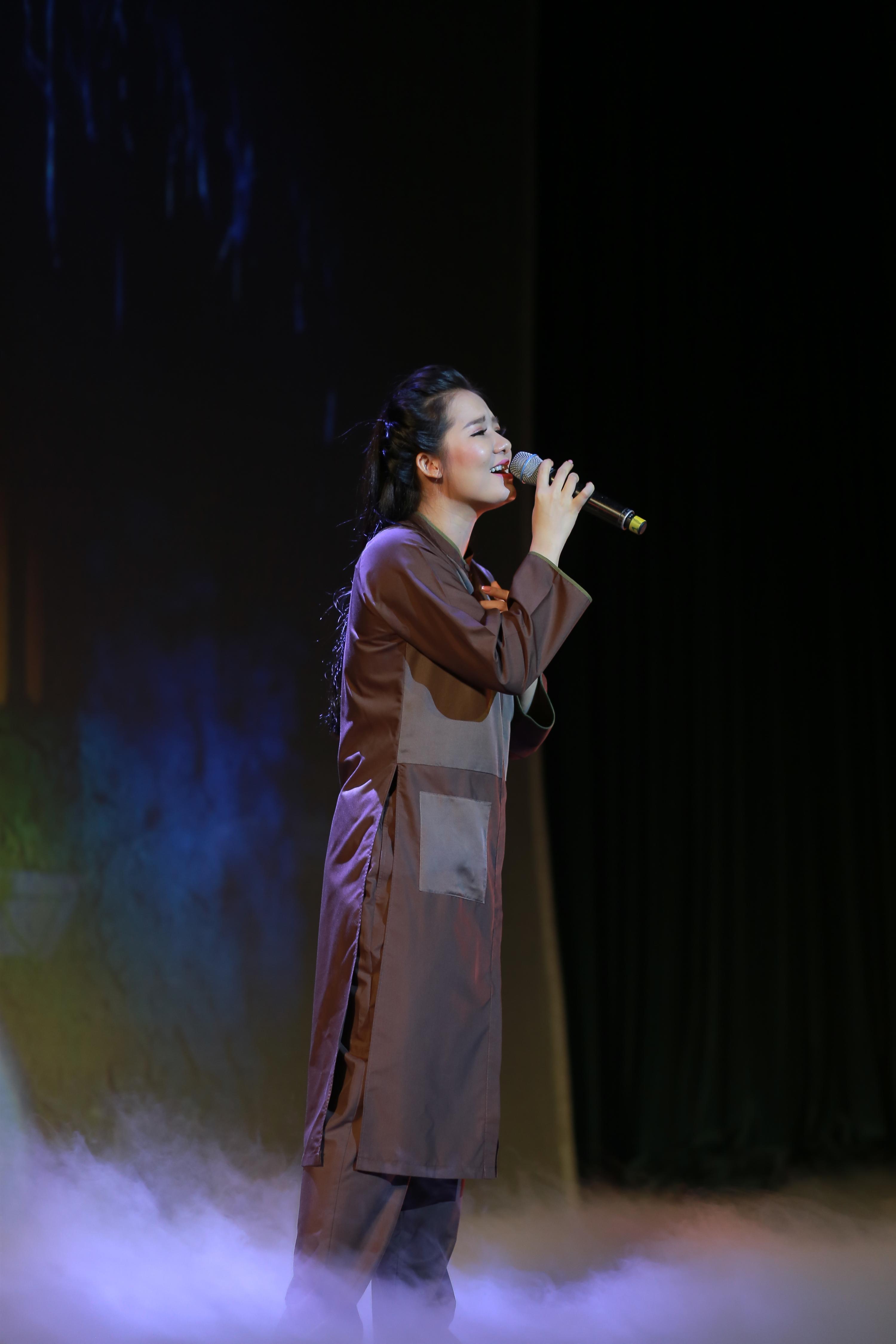 Hoa khôi Sao Mai Thùy Dung khiến khán giả rơi lệ ngày trở lại-4