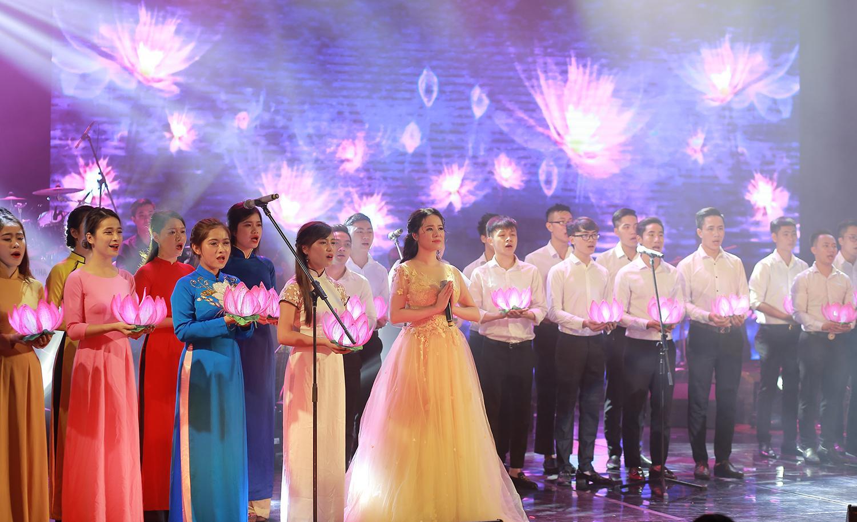 Hoa khôi Sao Mai Thùy Dung khiến khán giả rơi lệ ngày trở lại-6