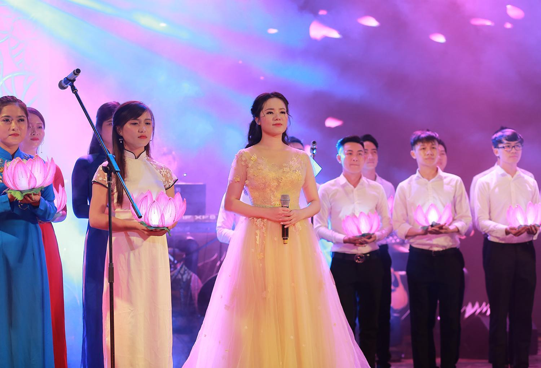 Hoa khôi Sao Mai Thùy Dung khiến khán giả rơi lệ ngày trở lại-2