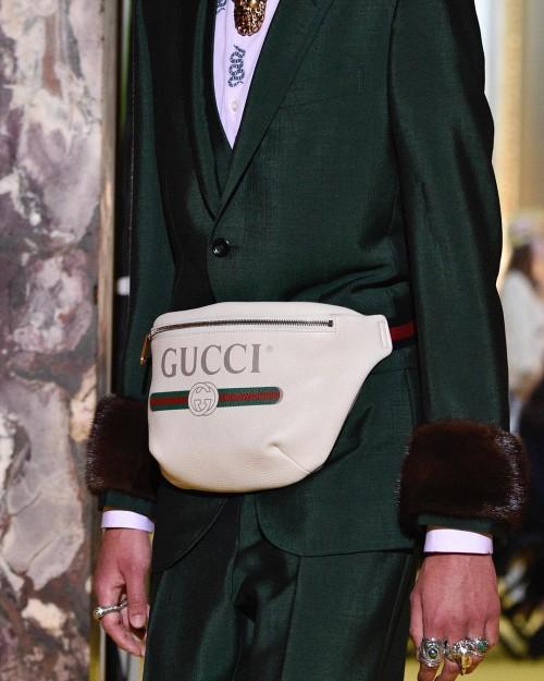 Tưởng rằng đã nâng cấp level đồ hiệu, ai ngờ lại rộ nghi vấn Sơn Tùng dùng túi Gucci fake-4