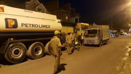 Gần 100 cảnh sát bắt quả tang vụ trộm xăng máy bay ở Sài Gòn-1