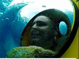 Thích thú trò chơi 'lái xe' ngắm cảnh dưới...đáy đại dương