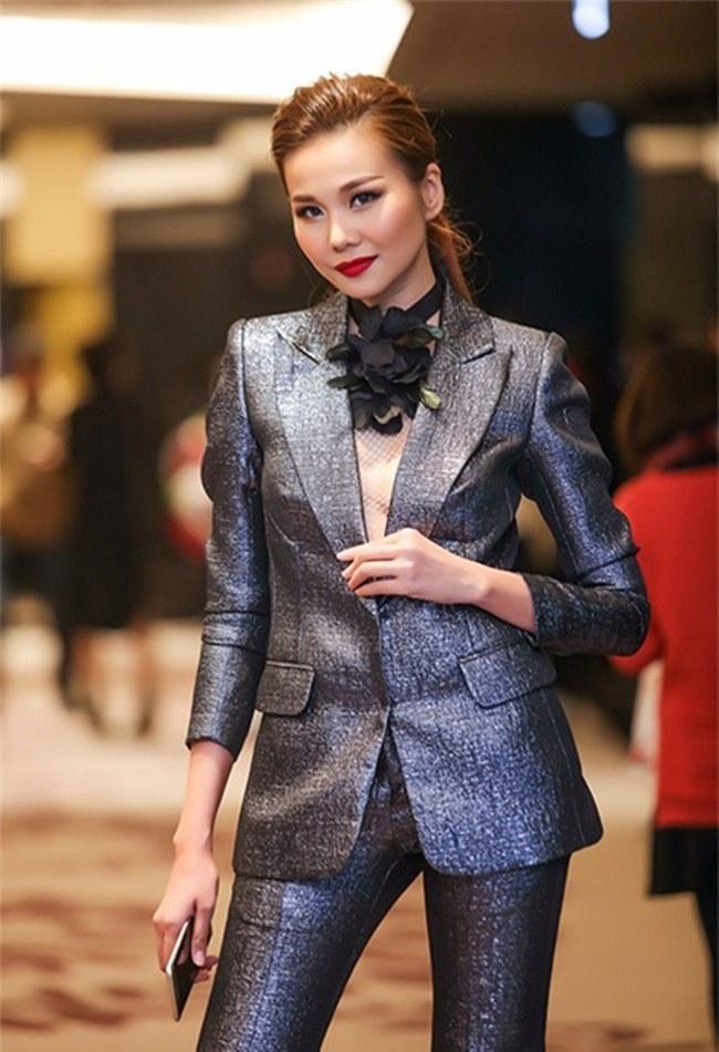 Kỳ Duyên, Angela Phương Trinh lại quên nội y khi mặc vest-5