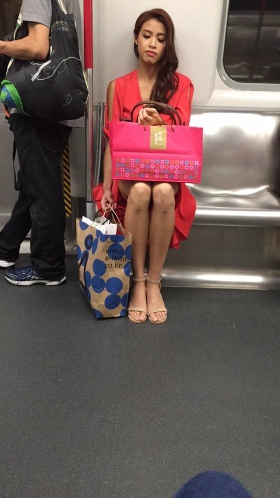 Sau khi đăng quang, Hoa hậu xấu nhất Hong Kong vẫn chăm chỉ đi tàu điện-1