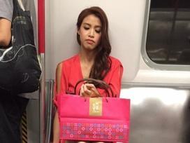 Sau khi đăng quang, Hoa hậu 'xấu nhất Hong Kong' vẫn chăm chỉ đi tàu điện