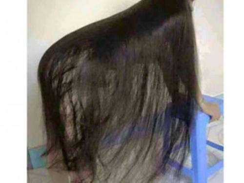Giáp mặt 'quái nhân' tóc dài trong hầm để xe