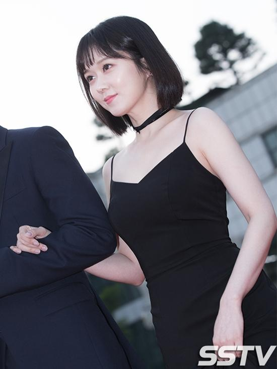 Trẻ đẹp như thiếu nữ ở tuổi 36, Jang Na Ra bị gán mác ma cà rồng-11