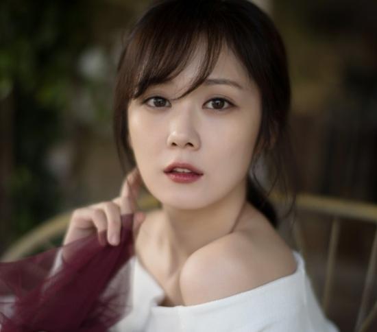 Trẻ đẹp như thiếu nữ ở tuổi 36, Jang Na Ra bị gán mác ma cà rồng-10