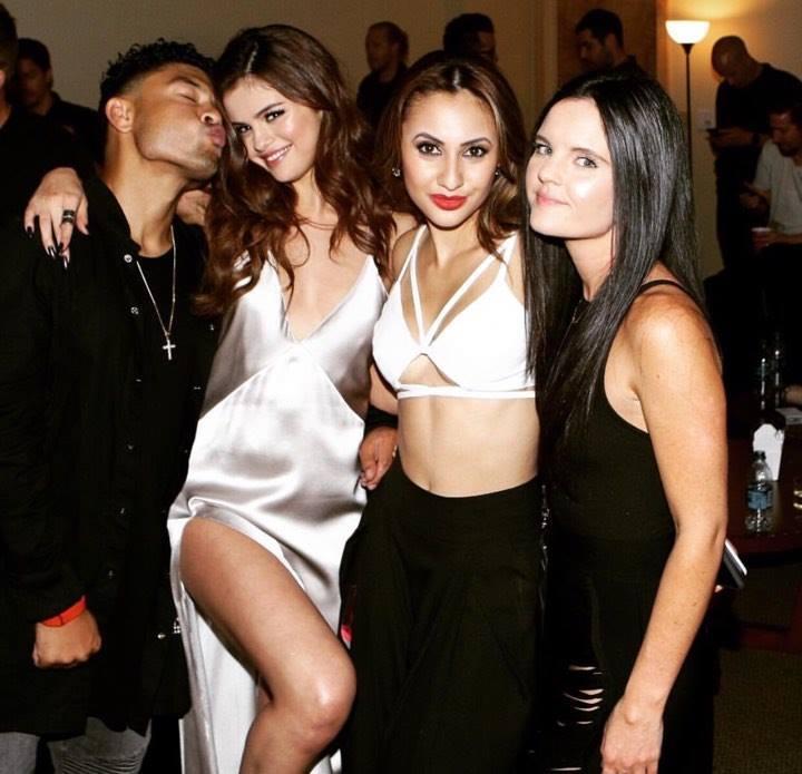 Nhan sắc nóng bỏng của cô bạn 8x sẵn sàng hiến thận cho Selena Gomez-7