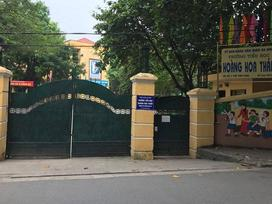 Hà Nội: Giòi ngoe nguẩy trong khay thức ăn của học sinh tiểu học