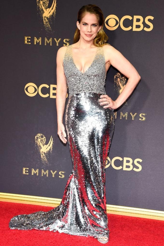 Bước qua tuổi 50, Nicole Kidman vẫn chặt đẹp dàn mỹ nhân trên thảm đỏ Emmy 2017-3