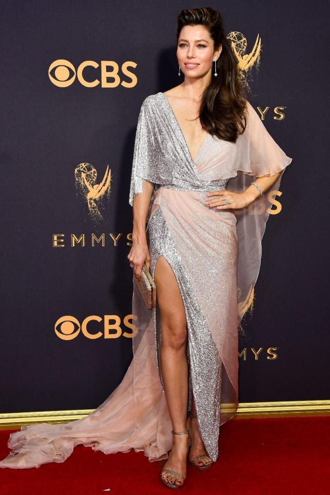 Bước qua tuổi 50, Nicole Kidman vẫn chặt đẹp dàn mỹ nhân trên thảm đỏ Emmy 2017-5