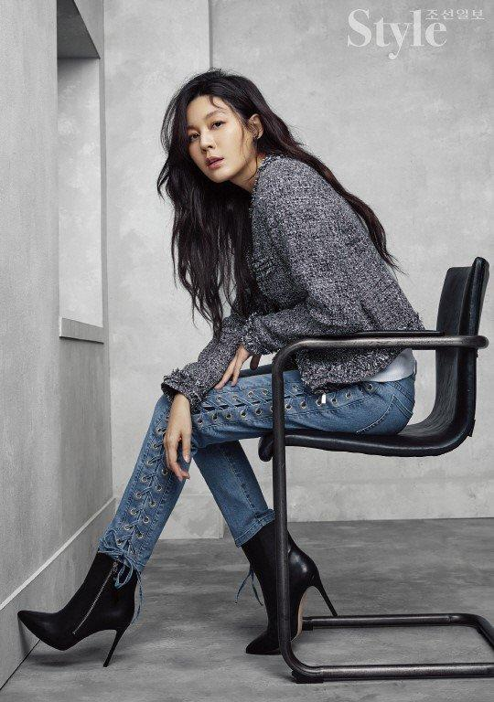 Sao Hàn 18/9: Chú rể tháng 10 Song Joong Ki quyến rũ trên bìa tạp chí-6