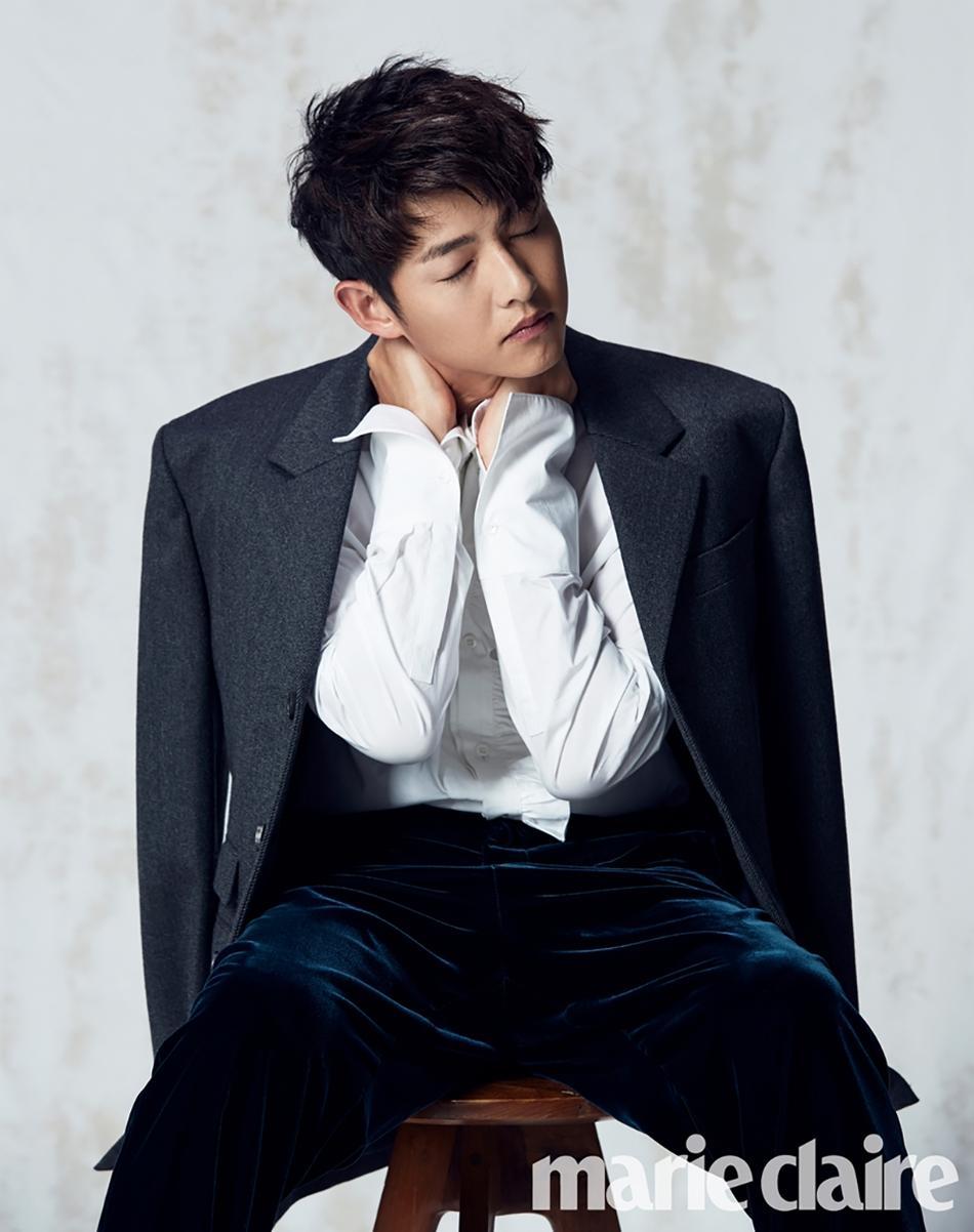 Sao Hàn 18/9: Chú rể tháng 10 Song Joong Ki quyến rũ trên bìa tạp chí-2