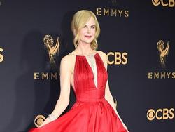Bước qua tuổi 50, Nicole Kidman vẫn 'chặt đẹp' dàn mỹ nhân trên thảm đỏ Emmy 2017