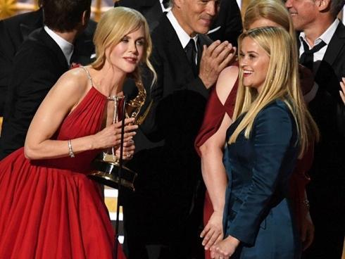 """Kết quả Emmy 2017: Phái nữ lên ngôi, """"The Voice"""" giành quán quân TV Show"""