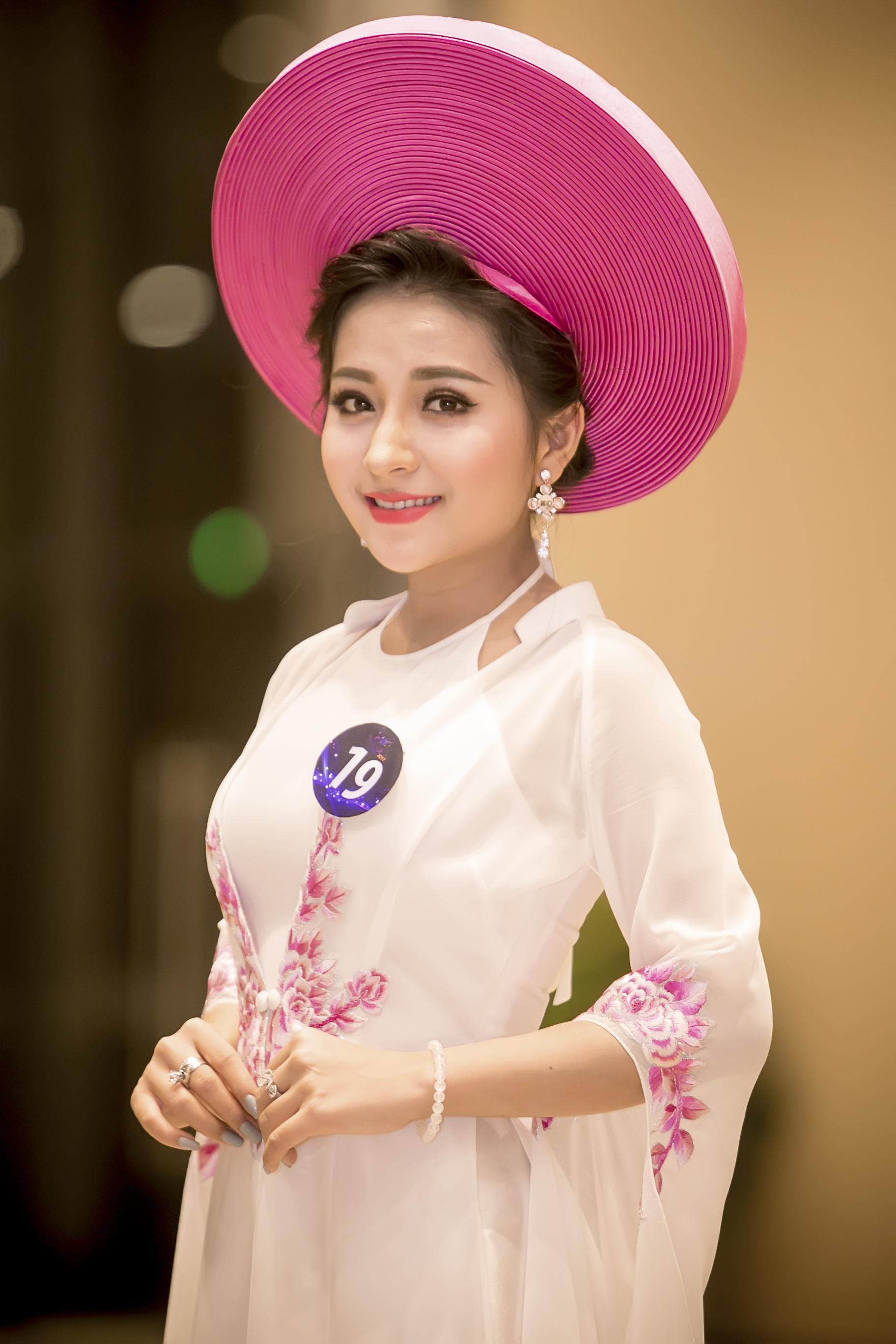 Dân mạng săn lùng 9X xứ Nghệ vừa xinh, vừa hát dân ca ngọt lịm-1