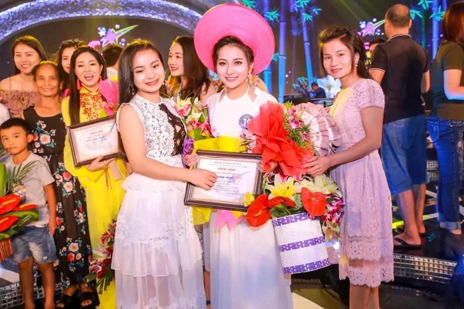 Dân mạng săn lùng 9X xứ Nghệ vừa xinh, vừa hát dân ca ngọt lịm-2