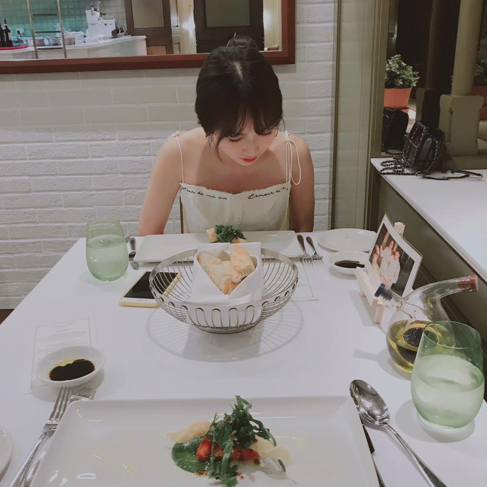 Hot girl - hot boy Việt 19/9: Châu Bùi gây sốt làng thời trang khi mặc crop-top bàn tay hư-2