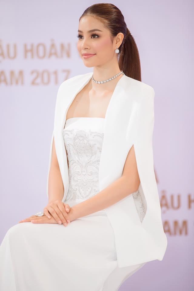 Hoa hậu Phạm Hương đang bị áo dáng cape mê hoặc trong mọi lần xuất hiện-5