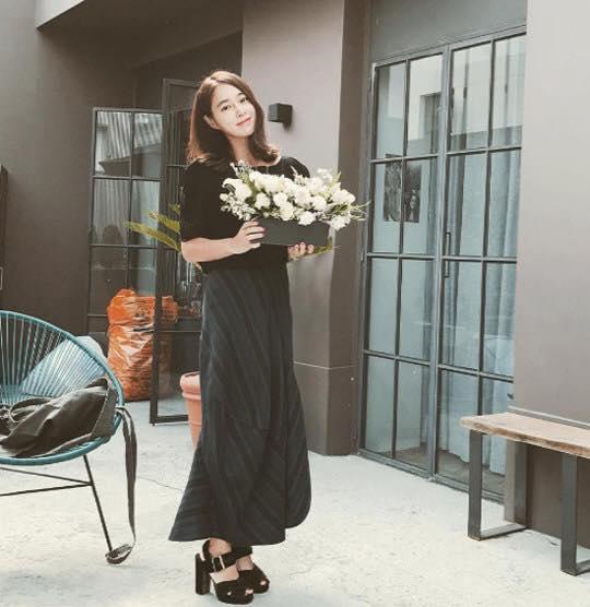 Sao Hàn 19/9: Tiểu Kim Tae Hee bị nghi ngờ nâng ngực khi khoe ảnh sexy-4