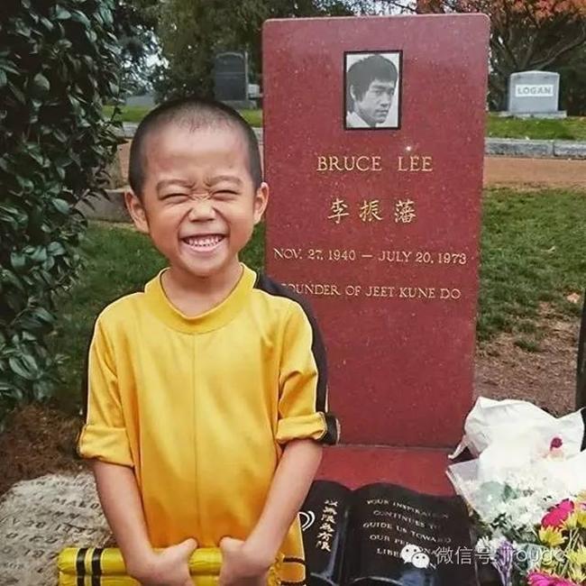 Thần đồng kungfu 7 tuổi mà cơ bắp cuồn cuộn, múa võ như Lý Tiểu Long-4