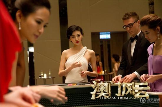 3 ngôi sao cố chấp bám trụ màn ảnh Hoa ngữ mặc biệt danh Thuốc độc phòng vé-6