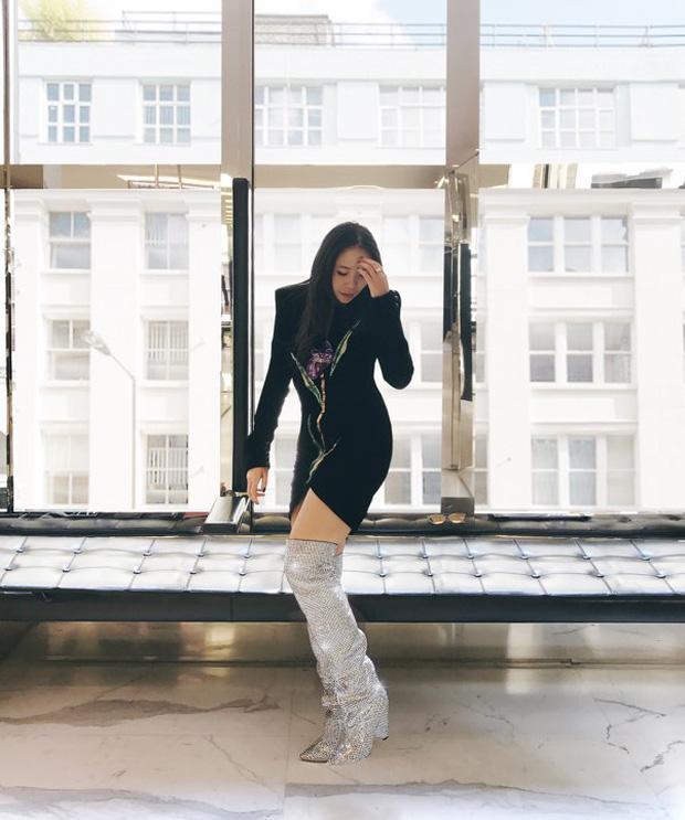 Trong vô vàn fashionista Việt, có lẽ chỉ mình Nga Nguyễn dám chi 230 triệu đồng sắm đôi boot đụng hàng Rihanna-1