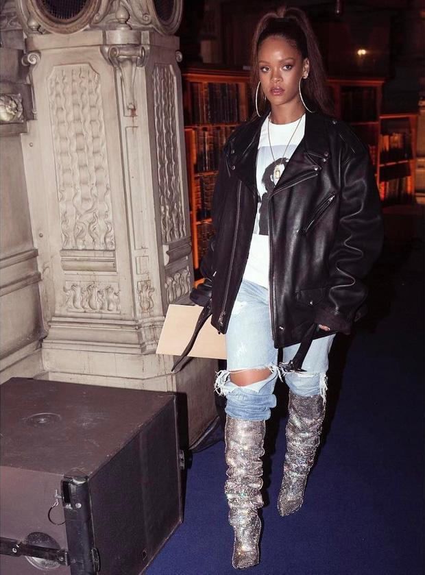 Trong vô vàn fashionista Việt, có lẽ chỉ mình Nga Nguyễn dám chi 230 triệu đồng sắm đôi boot đụng hàng Rihanna-3