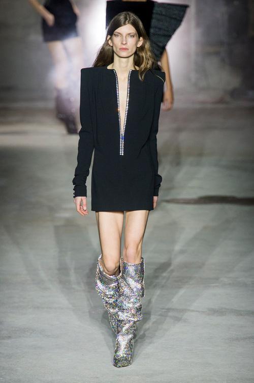 Trong vô vàn fashionista Việt, có lẽ chỉ mình Nga Nguyễn dám chi 230 triệu đồng sắm đôi boot đụng hàng Rihanna-4