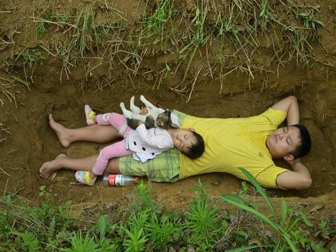 6 khoảnh khắc sinh ly tử biệt của cha mẹ và con lấy nước mắt dân mạng