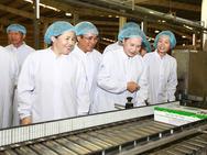Vinamilk tặng 160.000 hộp sữa cho trẻ em vùng lũ